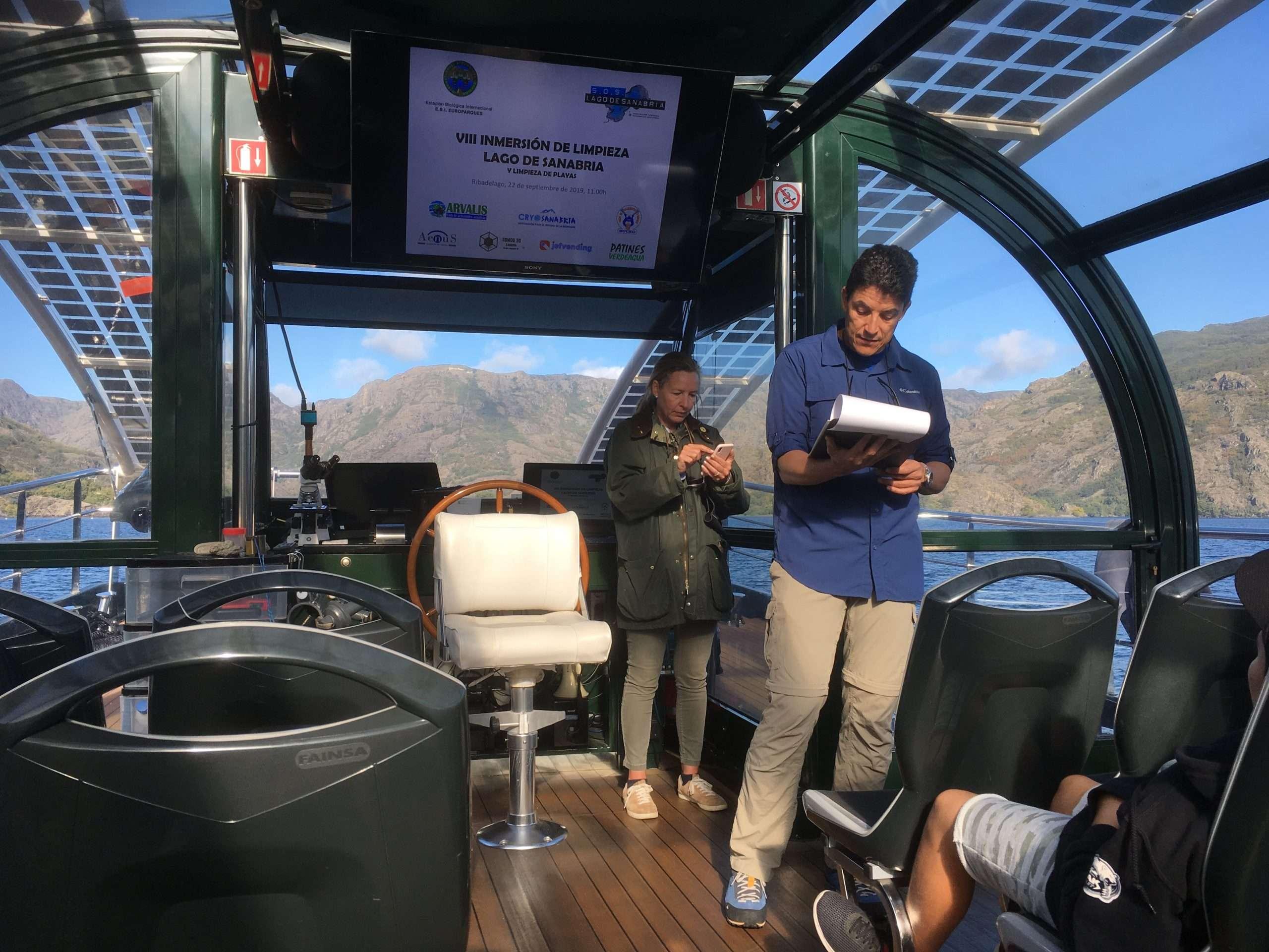 Barco eléctrico Helios Cousteau